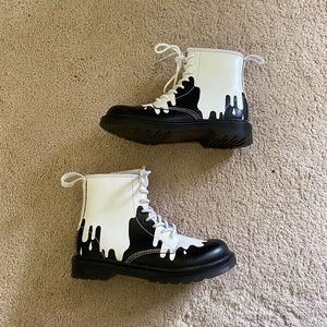 Dr. Martens Delaney paint splatter boots black